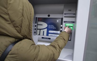 Limit wypłaty z bankomatu w popularnych bankach