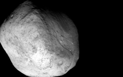 Jedno z ostatnich zdjęć - przelatującej komety - jakie zrobiła sonda Stardust