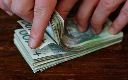 Pieniądze odpływają z banków, ale nie ma co liczyć na renesans lokat
