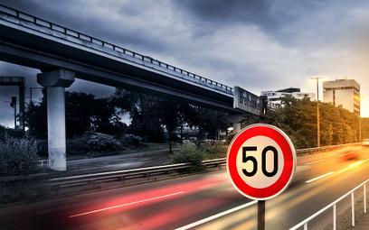 Polacy jeżdżą za szybko i częściej tracą prawa jazdy