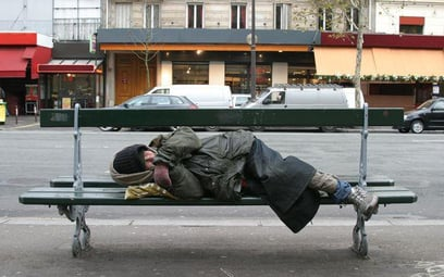 MRPiP: Konstytucja nie utrudnia bezdomnym dostępu do świadczeń