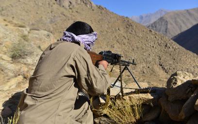 Członek Narodowych Sił Oporu Afganistanu