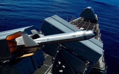 Odpalenie pocisku NSM z wyrzutnia na pokładzie okrętu wielozadaniowego USS Gabrielle Giffords (LCS 1