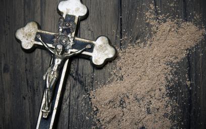Symbole religijne w miejscu pracy – czy można ich zakazać?