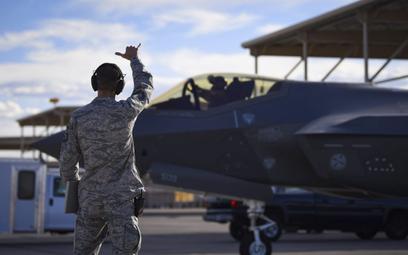 Wiele wskazuje na to, że problemy F-35 nie biorą się z niedoskonałości samolotów, a raczej z niedoma
