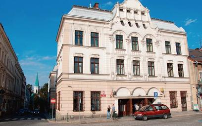 ?Poważny wygląd budynku miał podkreślić wysoką rangę wzniesionego w 1910 roku gmachu