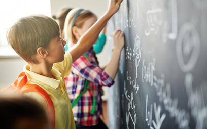 W szkołach brakuje nauczycieli wielu przedmiotów, m.in. matematyki czy języka angielskiego