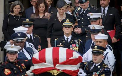 Sobotnie pożegnanie senatora Johna McCaina