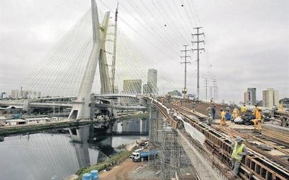 Brazylia mocno stawia na rozbudowę infrastruktury. Na zdjęciu budowa jednego z mostów w Sao Paolo