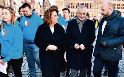 Roman Szełemej, prezydent Wałbrzycha (w środku; obok na zdjęciu wicemarszałek Sejmu Małgorzata Kidaw