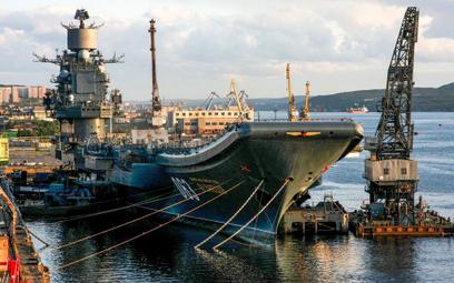 Jedyny lotniskowiec Rosji uszkodzony przez dźwig