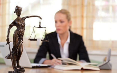 Polacy nie doceniają pomocy prawników
