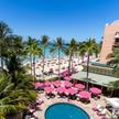 Waikiki na wyspie Oahu to jedna z najbardziej ikonicznych plaż nie tylko na Hawajach, ale w ogóle na