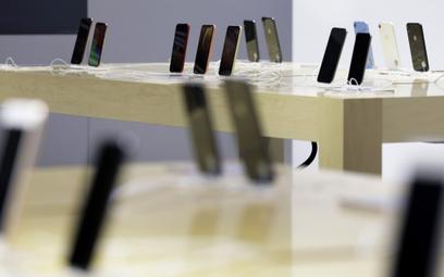 Do łask wróciły tańsze smartfony. Ale w elektronice królem jest kto inny