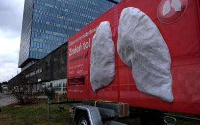 Antysmogowa instalacja pokaże, co trafia do Twoich płuc – kampania PAS