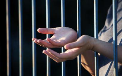 Rzecznik uznał skargę skazanego na częste kontrole osobiste Służby Więziennej